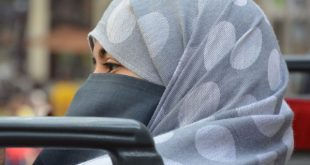 المرأة المسلمة بين تحرير القرآن وتقييد الفقهاء