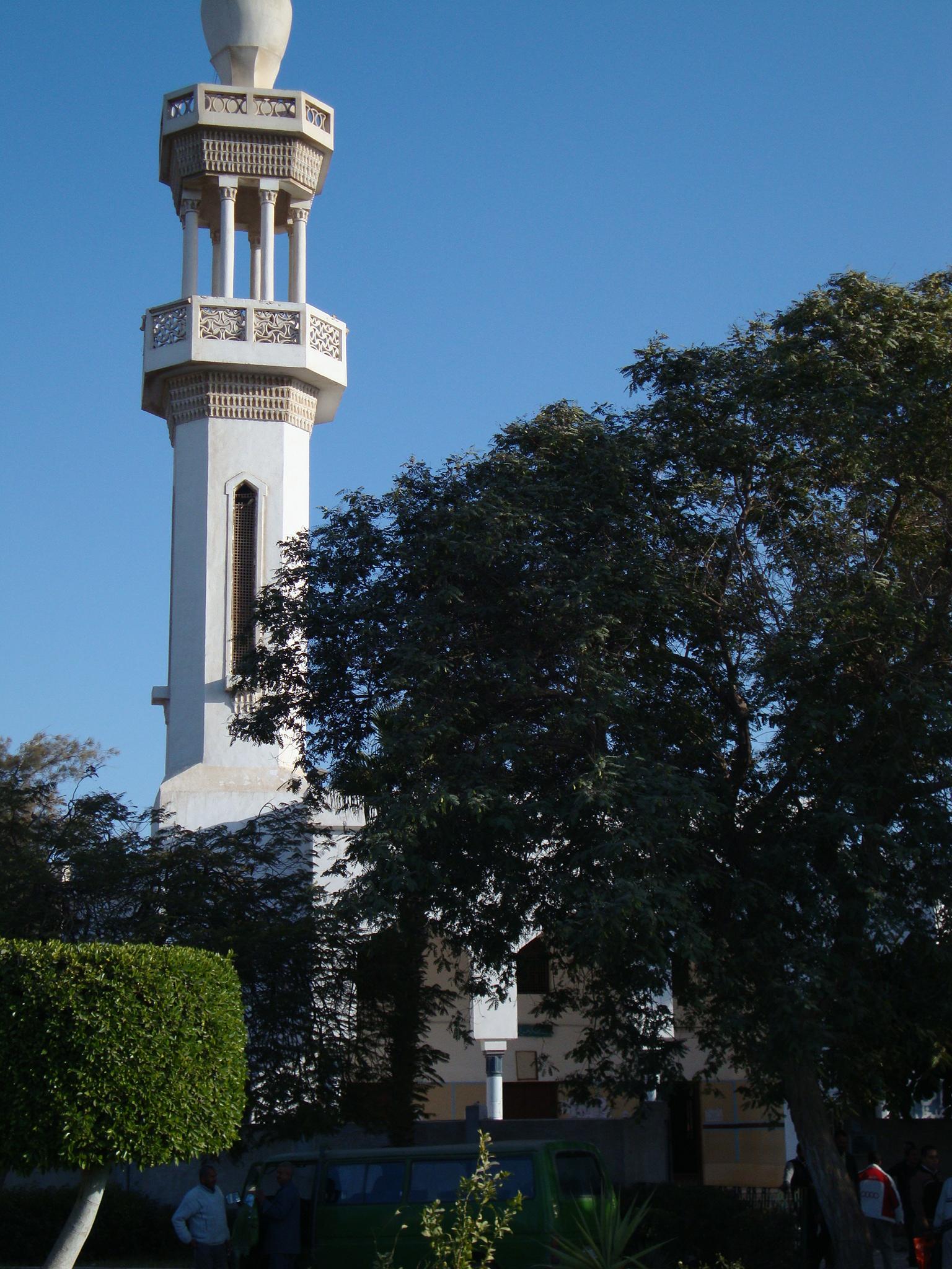 جامعة-المنيا-في-المصر-مسجد-الجامعة