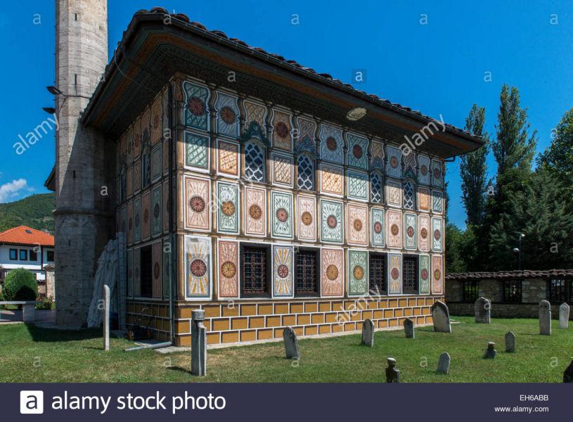الجامع الملون في مقدونيا؛ بنته الأختان خورشيدة ومنورة في القرن السابع عشر الميلادي