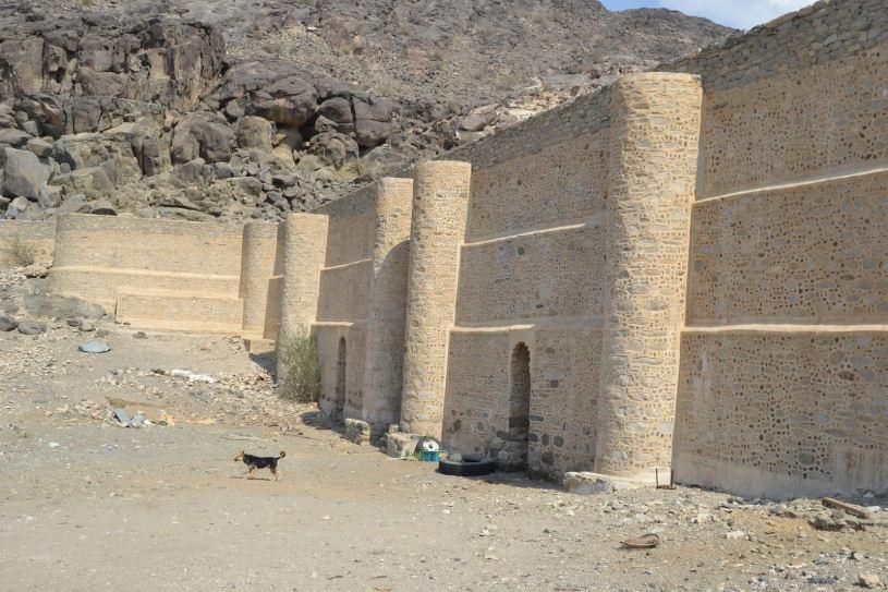 عين زبيدة؛ قناة لتجميع الماء على طريق مكة لسقاية الحجاج، بنتها زبيدة زوجة هارون الرشيد في القرن الثامن الميلادي